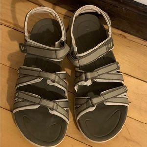 LL Bean sandals size 9 with velcro straps GUC